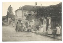 """MEULAN (Yvelines) - Café, Restaurant """"AU PETIT TROU"""" Quai Albert Joly - Des Personnes Devant L´entrée Dont Un Facteur - Hotels & Restaurants"""