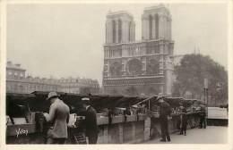 Paris - Ref B212 - Les Bouquinistes Du Quai Saint Michel - Old Book Sellers On The Quai St Michel - Carte Bon Etat - - Petits Métiers à Paris