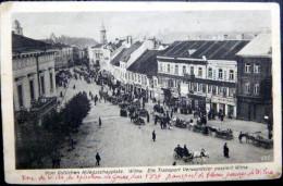 LITHUANIE  VOM OSTLICHEN KRIEGSSCHAUPLATZ WILNA EIN TRANSPORT VERWUNDETER PASSIERT WILNA - Lituanie