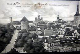 ESTONIE  TALLINN  REVAL SCHMIEDEPFORTE UND STADTANSICHT - Estonie
