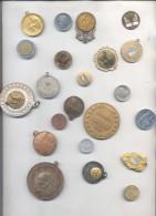 LOTE DE MEDALLAS Y MONEDAS - 22 PIEZAS DIFERENTES - SOLD AS IS SE VENDEN COMO ESTAN LOT AMONTONAMIENTO POPURRI POTPOURRI - Tokens & Medals