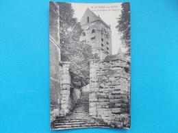 95 : AUVERS Sur OISE : Les ESCALIERS De L'EGLISE    C.P.A.,carte En Trés Bon état - Churches & Cathedrals