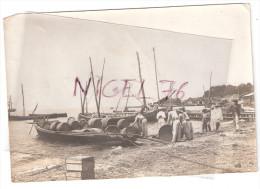 5 Photos Originales MARTINIQUE Fort de France � confirmer... - Bateaux dans le port ,Chargement de tonneaux   - Rhum ?