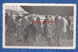 Photo ancienne - Port � identifier - Lancement d'un bateau - Paquebot ? - Notables se serrent la main - Chapeau mode