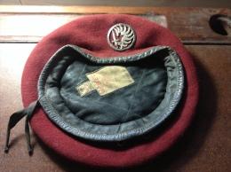 Beret Rouge Parachutiste Avec Insigne - Copricapi
