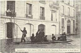 75/ CPA A - Paris  - Inondation 1910 - Rue De Lille - Sauvetage D'une Femme Et D'une Fillette - Inondations De 1910