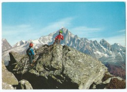 109 - Les Jeunes Alpinistes Escaladant Un Pic De Montagne - Edition Vallazur - Non écrite Dos Propre - Scan Recto-Verso - Alpinisme