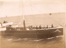 """photographie ancienne du vapeur """"Jean-Guiton"""", entre Saint-Martin-de-R� et La Rochelle (17), photo vers 1900, ferry"""