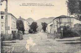 RETOURNAC  Cpa(43)  Le Passage à Niveau Et L'avenue D'Yssingeaux - Retournac