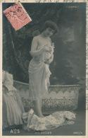 FEMMES - SPECTACLE - ARTISTES 1900 - Jolie Carte Fantaisie Artiste En Tenue Légère Devant Sa Baignoire - Mlle DECLOS - Frauen