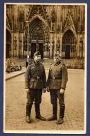 Carte-photo.  Soldats Allemands Devant La Cathédrale De Cologne - Regiments
