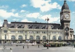 CPM Paris La Gare De Lyon - Cars - Animée - Stations Without Trains