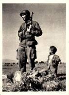 UN SOLDAT ET SON TOUT JEUNE AMI MUSULMAN - Algérie