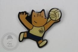 Barcelona 1992 Olympic Games - Cobi Mascot Playing Volleyball - Pin Badge #PLS - Juegos Olímpicos