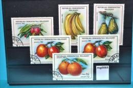 mg0065 Fr�chte, fruits, Litschi, Bananen, Avocado, Apfel, Orangen, Madagaskar 92