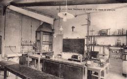 Cpa  14  Caen , Le  Petit Seminaire De Caen , La Classe De Physique - Caen