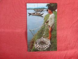 Vietnam  Fisherman Near Quang Ngai-------- ------ref 1728 - Vietnam
