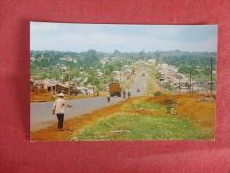 > Vietnam  Road Leading To Pieiku ------ ------ref 1728 - Vietnam