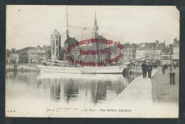L844 - DUNKERQUE Le Port Une Goelette Islandaise - Nord - Dunkerque