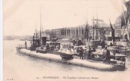 15263 Dunkerque Un Torpilleur Rentrant Aux Bassins - Dunkerque