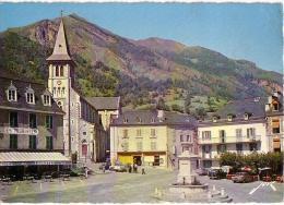 LARUNS: La Place Du Village Et Le Pic Des Cinq Monts - Laruns