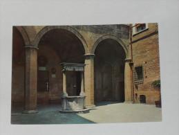 SIENA - Cortile Palazzo Chigi Saracini