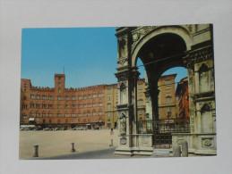 SIENA - Piazza del Campo - Palazzo Pannocchieschi d� Elci