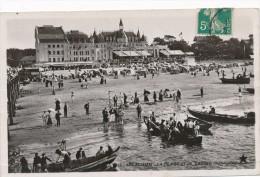 ARCACHON - 33 - La Plage Et Le Casino Municipal - Arcachon