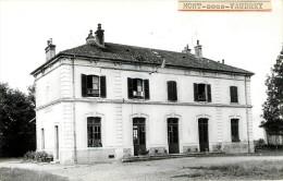 Mont Sous Vaudrey  : La Gare - Photo Des Années 1950 1960 - Autres Communes