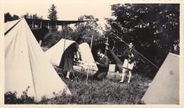 LARDY ( 91 )  - Camping Sous La Tente - Photo Ancienne   ( 10,5 Cm X 7 Cm ) - Photographie