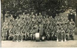 Militaires N°134 Sur Le Col - Fanfare - Regimente