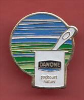PIN' S ,     Yogourt Nature  ' '   DANONE  ' ' - Alimentation