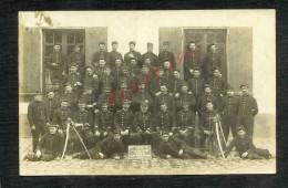MILITARIA : CARTE PHOTO MILITAIRE : SENONCHES 1911 SOLDATS 1er GENIE SABRES POUR NOGENT LE RETROU : - Personen