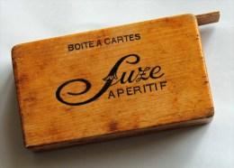 Boîte à Cartes Publicitaire Pour Café Marquée Suze Sur Les 2 Côtés. - Unclassified