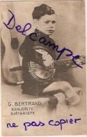 Photo - Garçon Jouant Du BANJO - G.BERTRAND - Au Dos Souvenir De BOURAY SUR JUINE 1940 - Musique Et Musiciens
