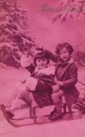 """ENFANTS - LITTLE GIRL - MAEDCHEN - Jolie Carte Fantaisie Portrait Enfants Sur Luge Dans La Neige De """"Bonne Année"""" - Portraits"""