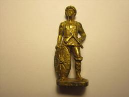 FIGURINE KINDER METAL SOLDAT  HUN 4 - Figurines En Métal