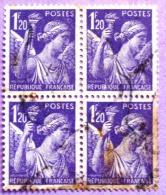 France YT N°651 Iris (Bloc De 4) Oblitéré  PHOTO RECTO VERSO - 1939-44 Iris