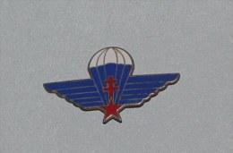 Insigne Parachutiste , Croix De Loraine - Hueste