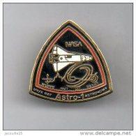 Pin's NASA Fusée Astro-1 - Space