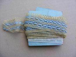 Galon de dentelle en coton jaune �cru et bleu de 2,70M de long