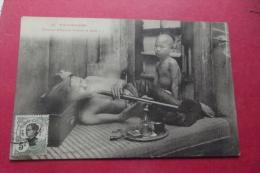 Cp  Fumeur D'opium Fumant Sa Pipe - Asie