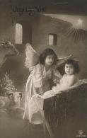 """ENFANTS - LITTLE GIRL - MAEDCHEN - Jolie Carte Fantaisie Fillette Ange Et Enfant Jésus Dans L'étable  """"Joyeux Noël"""" - Non Classificati"""