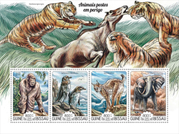 gb15216a Guinea Bissau 2015 Endangered animals Tiger Peguin Elephant s/s