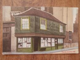 40521 POSTCARD: LONDON: The Old Curiosity Shop. - London