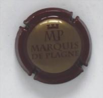 Plaque De Muselet 104 Ou Capsule De Champagne MP Marquis De Plagne Rouge Foncé Et Or - Unclassified