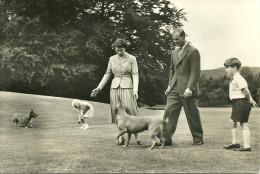 ANGLETERRE ROYAUME UNI ROYAL FAMILY BALMORAL FAMILLE ROYALE ROI REINE - Angleterre