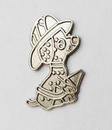 Pin's Chien Petit Pompier - 27R - Badges