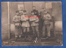 CPA Photo - EPINAL - Officiers Et Soldats Du 120e Régiment D'Artillerie Avec Chienne Et Ses Chiots - Chien Dog - RATE - Militaria