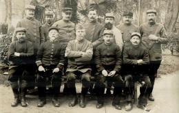 CARTE PHOTO  Militaire 1914-18 , à Identifier , Un Groupe D'infirmiers - Guerre 1914-18